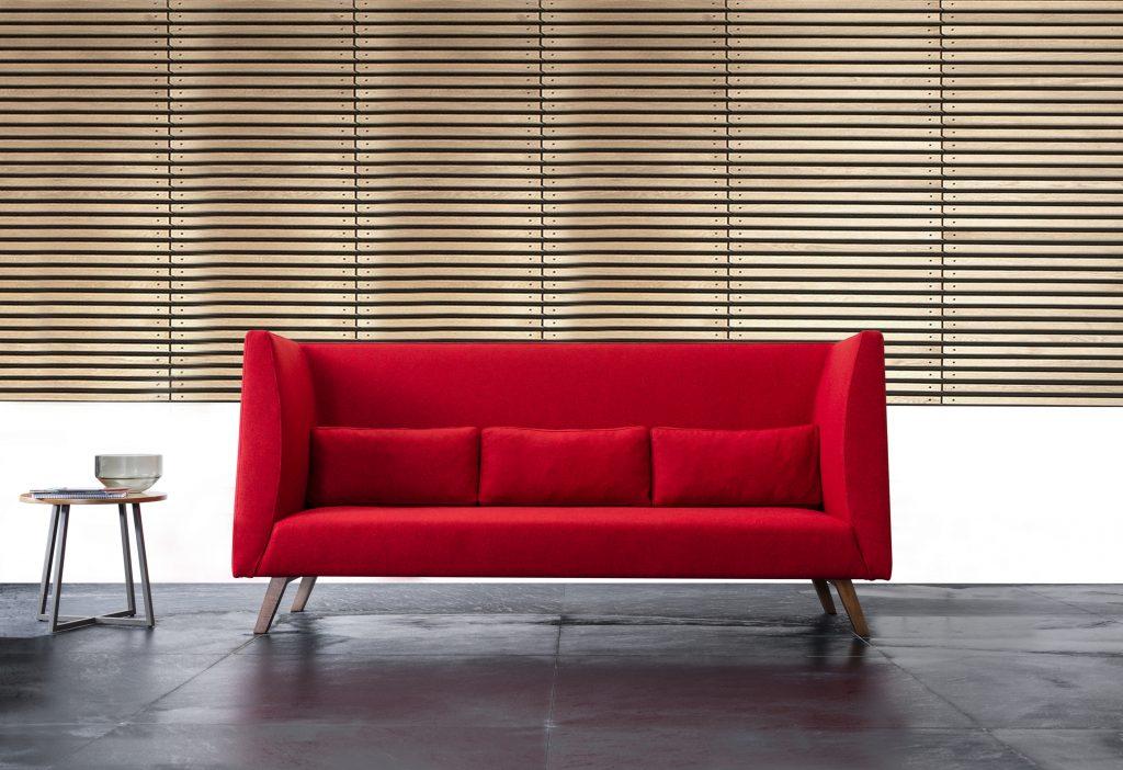 Bu durum ofis içi iletişimi artırdığı gibi, güneş ışığından daha çok yararlanmaya da imkan tanıyor. Tuna Ofis'in açık ofislere uygun tasarlanmış mobilyaları, fonksiyonel seçenekleri ile kalabalıkları ortadan kaldırarak ferah bir çalışma ortamı sağlıyor.
