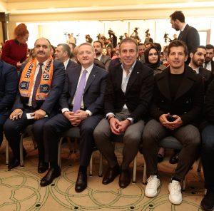 Fuzul yapı Yönetim Kurulu Başkan yardımcısı ve Başakşehirspor futbolcularından Emre Belezoğlu