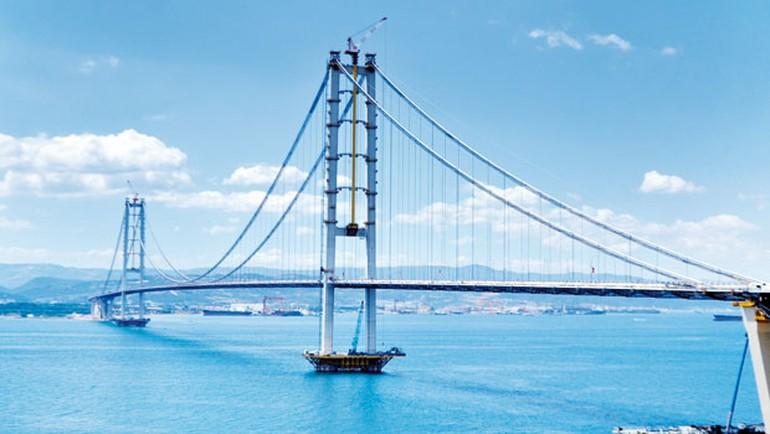 Osmangazi Köprüsü Zaman tasarrufu açısından örnek gösterilen projeler arasında yer alan Osmangazi Köprüsü 30 Haziran'da açıldı. Osmangazi köprüsü Körfez geçişini 4 dakikaya düşürdü.